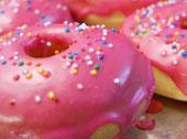 Donuty z różowym lukrem