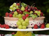 Wyśmienity sernik pianka na zimno z owocami