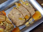 Pasztet drobiowy z pistacjami i morelami