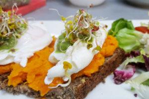 Wakacyjna zdrowa wariacja śniadaniowa