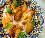 Kurczak z owocami podany z ryżem