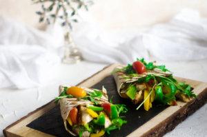 Grillowana tortilla piersią z kurczaka  i warzywami