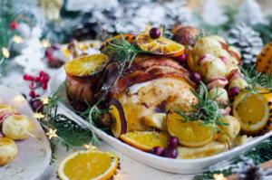 Pieczony kurczak w boczku w aromatycznych pomarańczach